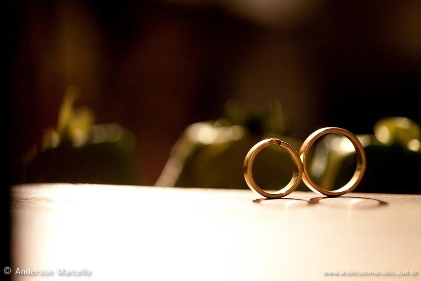 foto alianças noivos casamento